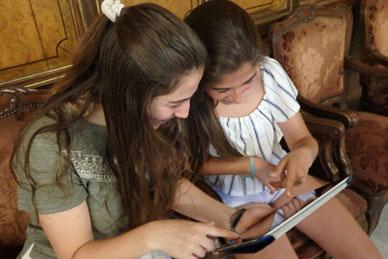 visita-guiada-estudiantes-tablet
