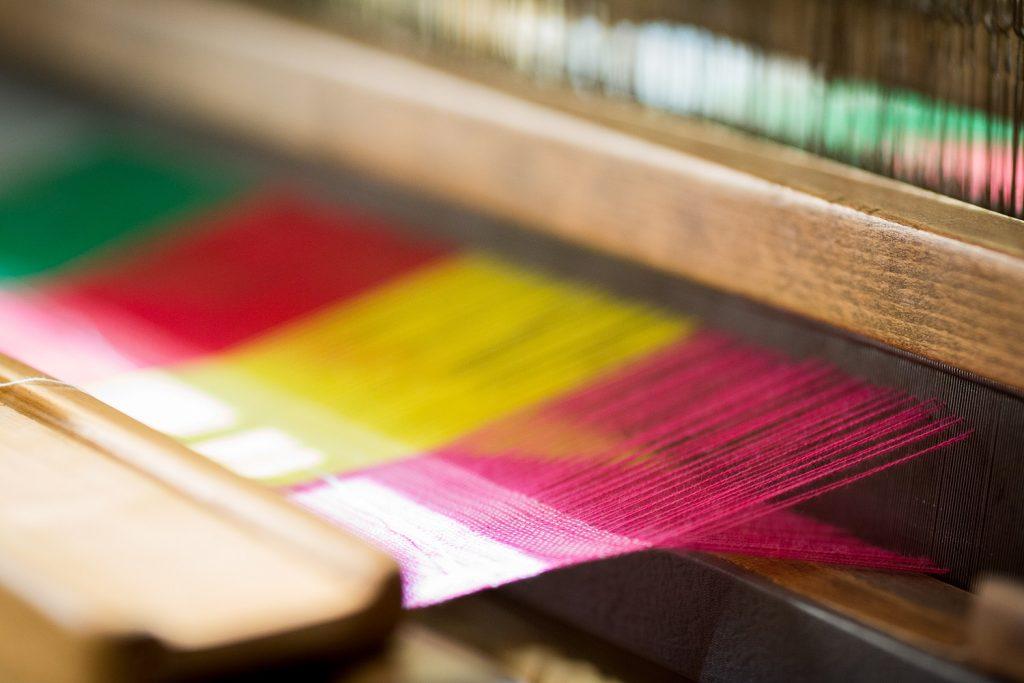 Detalle del trabajo de un telar.